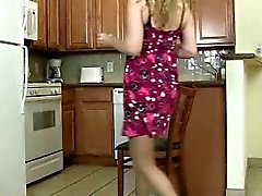 milfs Lacy and Artemisia love getting off in pantyhose