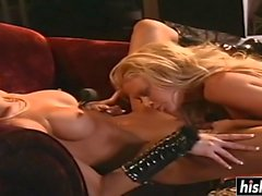 Horny babes make each other cum