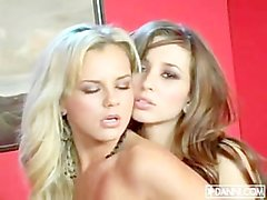 De Shay Laren et les de Bree Olson a playing around