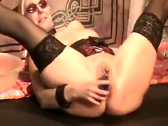 Moist glamour pussy gearing up for solo masturbation fun
