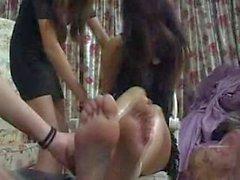 Chinesisches Mädchen Bondage Kitzeln