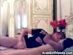 Fingerfing makes Arab girlfriend horny
