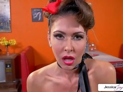 Jessica Jaymes saugt ein Monster Schwanz, riesige Titten, Pin-up-Outfit & große Beute