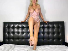 CamSoda - Nikki Benz milf vibrates her pussy and squirts