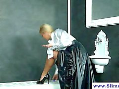 Solo bukkake blond at gloryhole getting drenched