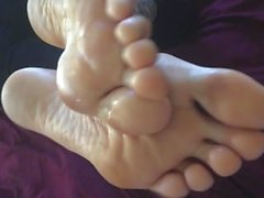kristie yoginny foot worship, dirty smelly feet