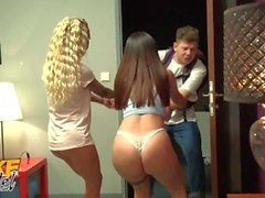 ' Falso Hostel busty Slut Teaches Innocenzo adolescente di Giro Dance On spessa Polo '
