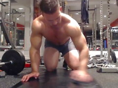 Straight Muscle Guy vor der Webcam