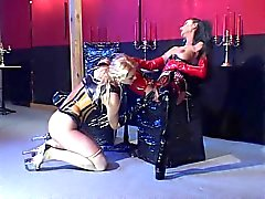 A blatex blonde slave fingering her queen