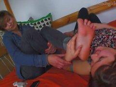 Dreckige lesbische Fußanbetung