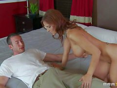 Big titted MILF Syren De Mer gives it to her sun ls friend