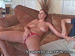 Wife busty Loves de 2 gallos