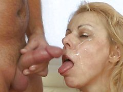 Older MILF loves to catch a cumload