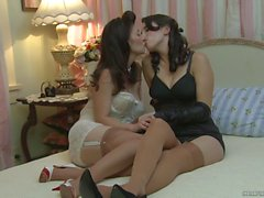 Pin up girls Jelena Jensen and RayVeness